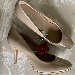Brand New - NWT Nude Heels 🌹